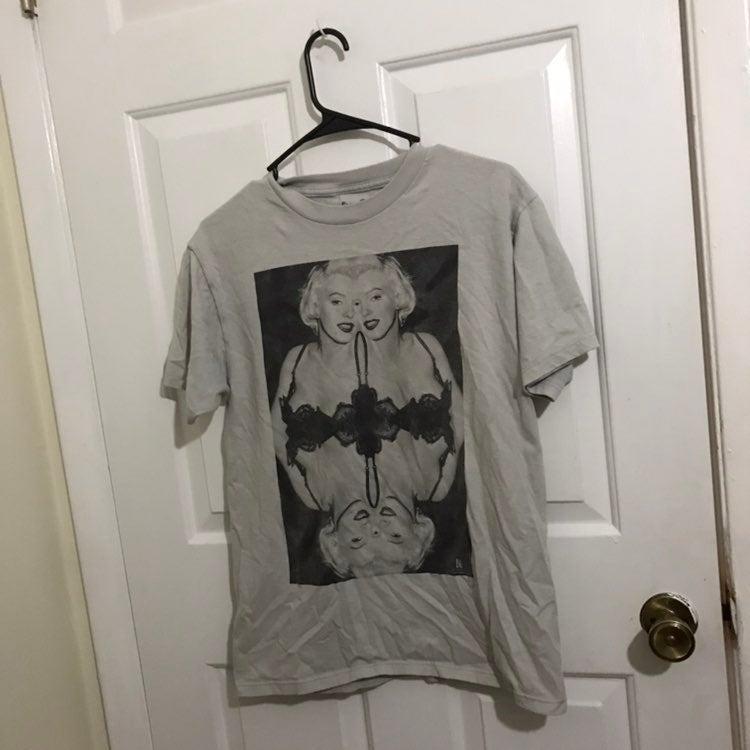 Marilyn Monroe Size Medium Shirt