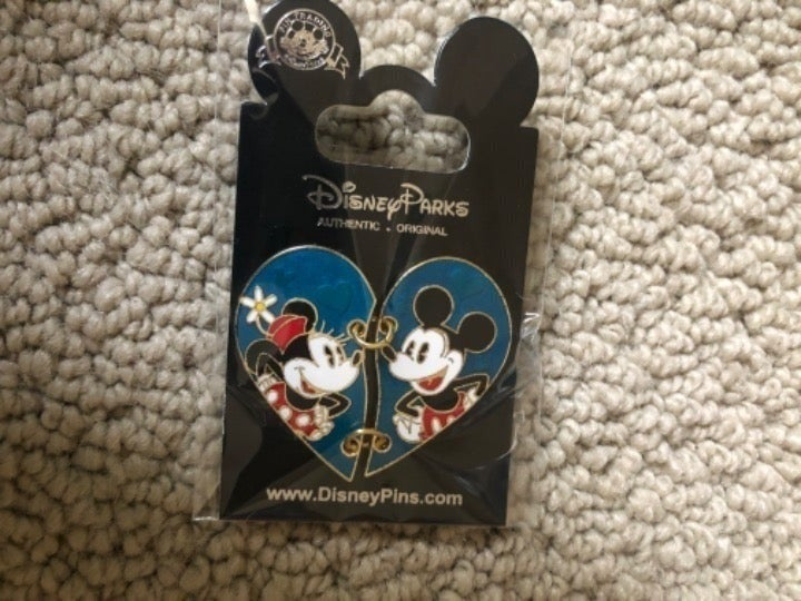 Disney Mickey Minnie Mouse pin