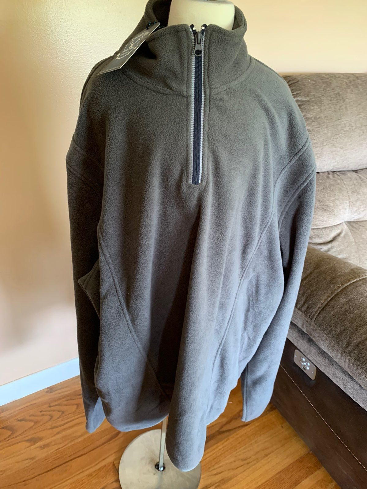 Mens pullover with zipper