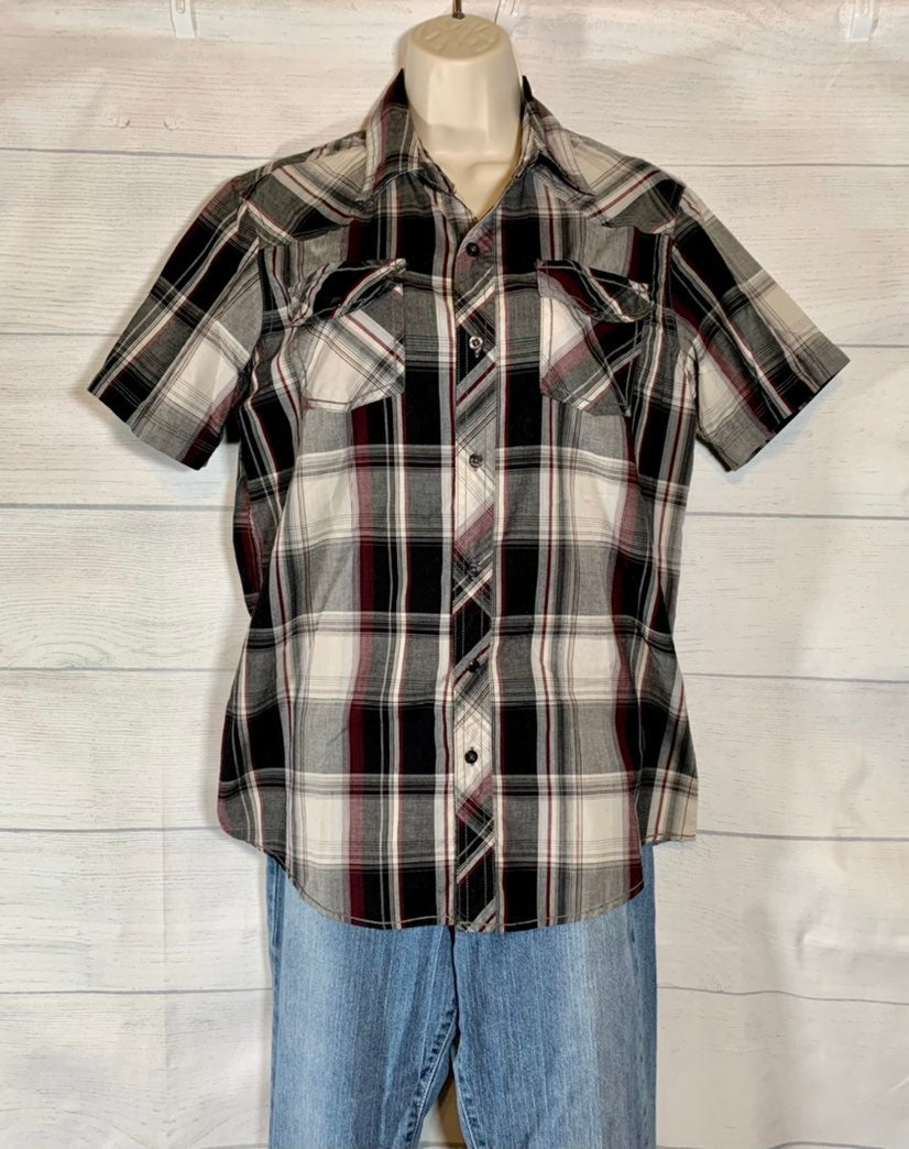 Mens short sleeve button up plaid shirt
