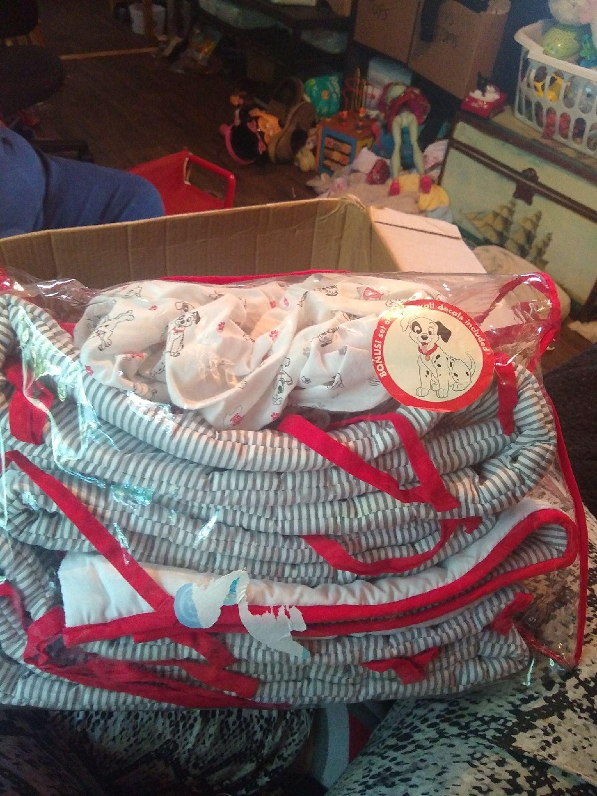 101 102 Dalmatians crib set