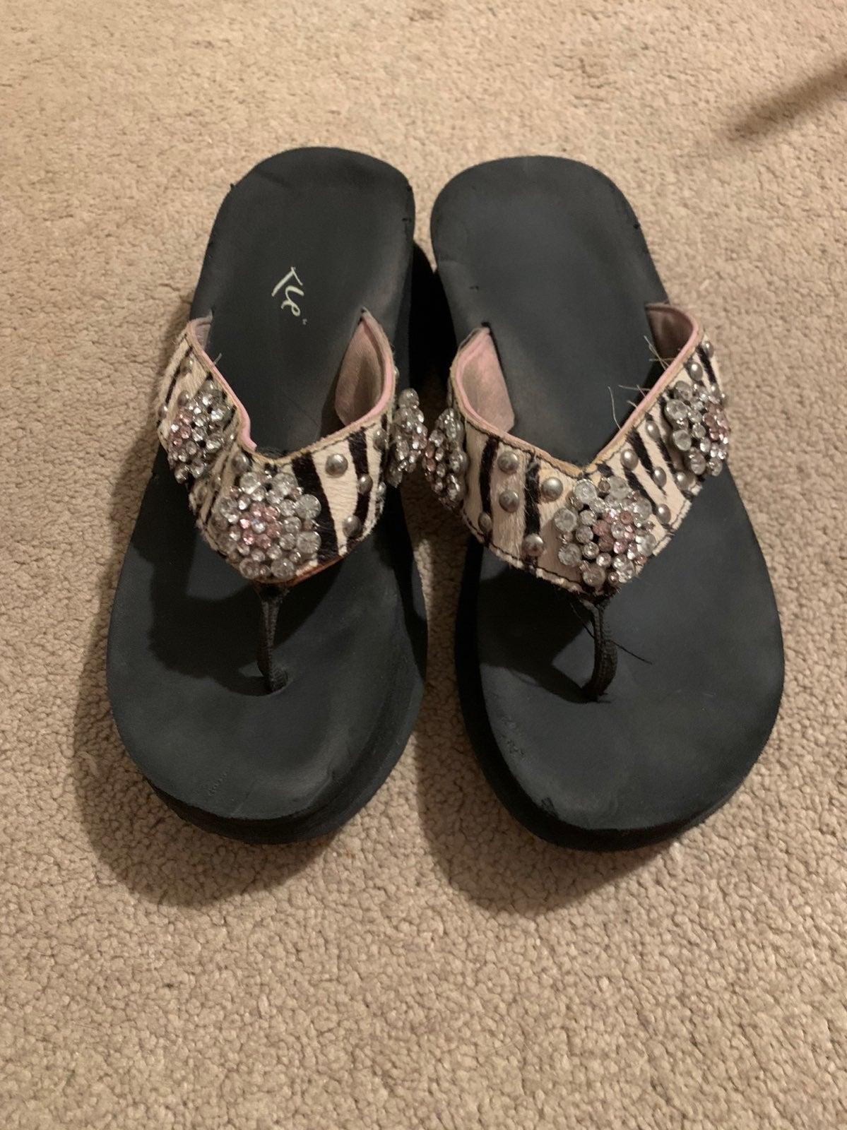 Ladies flip flops!
