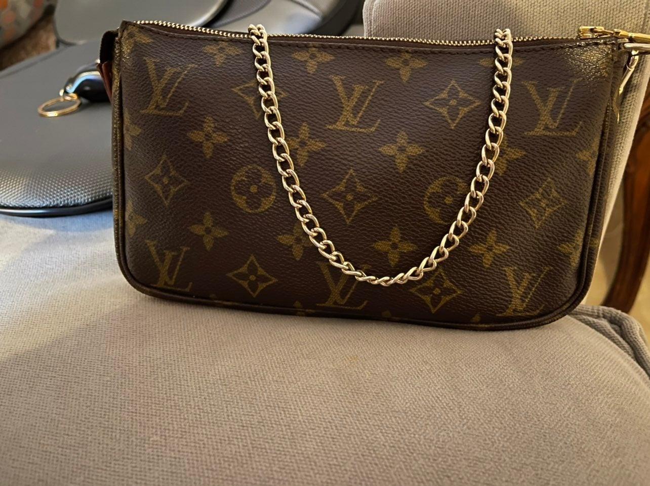 100% Authentic Louis Vuitton Pochette