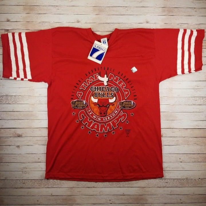 New VTG 90s Chicago Bulls 4 Time T-Shirt