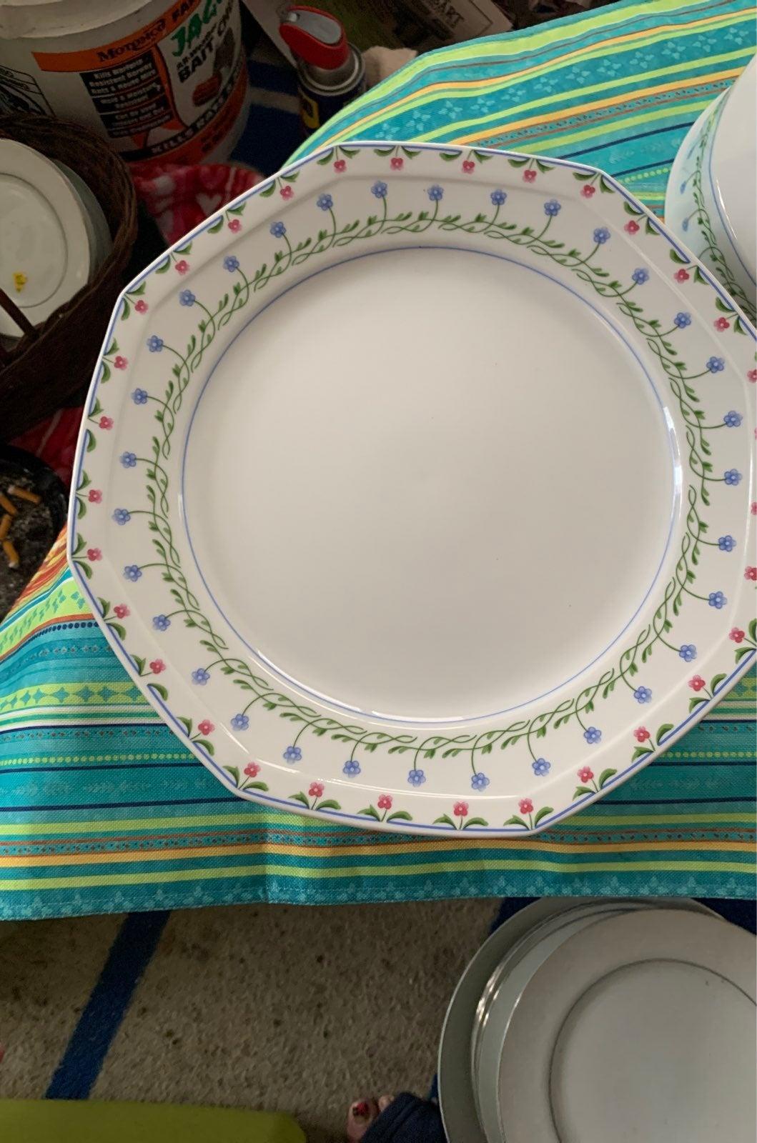 MIKASA  L9405 set of two large  plates