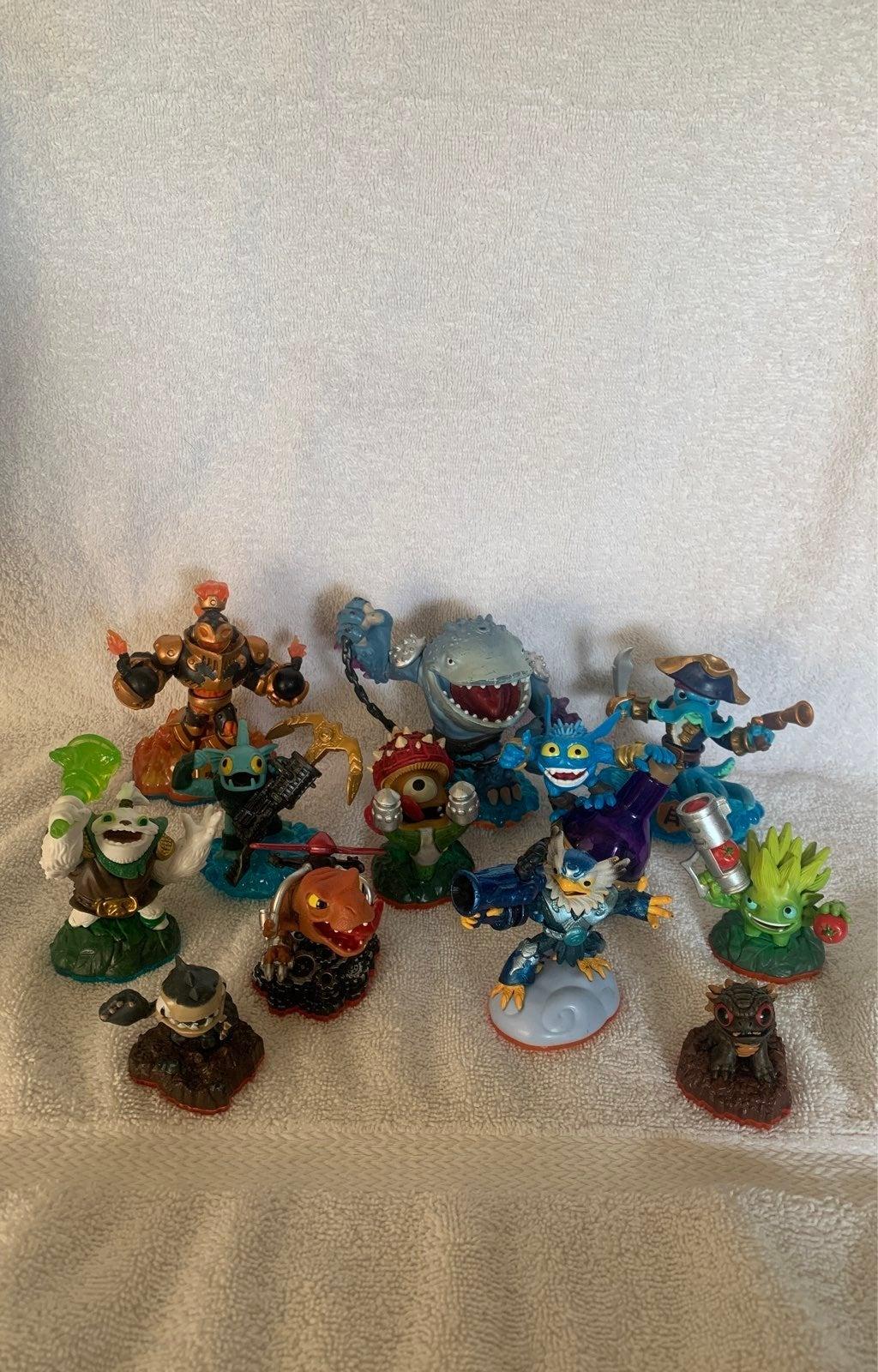 Skylanders lot of 12
