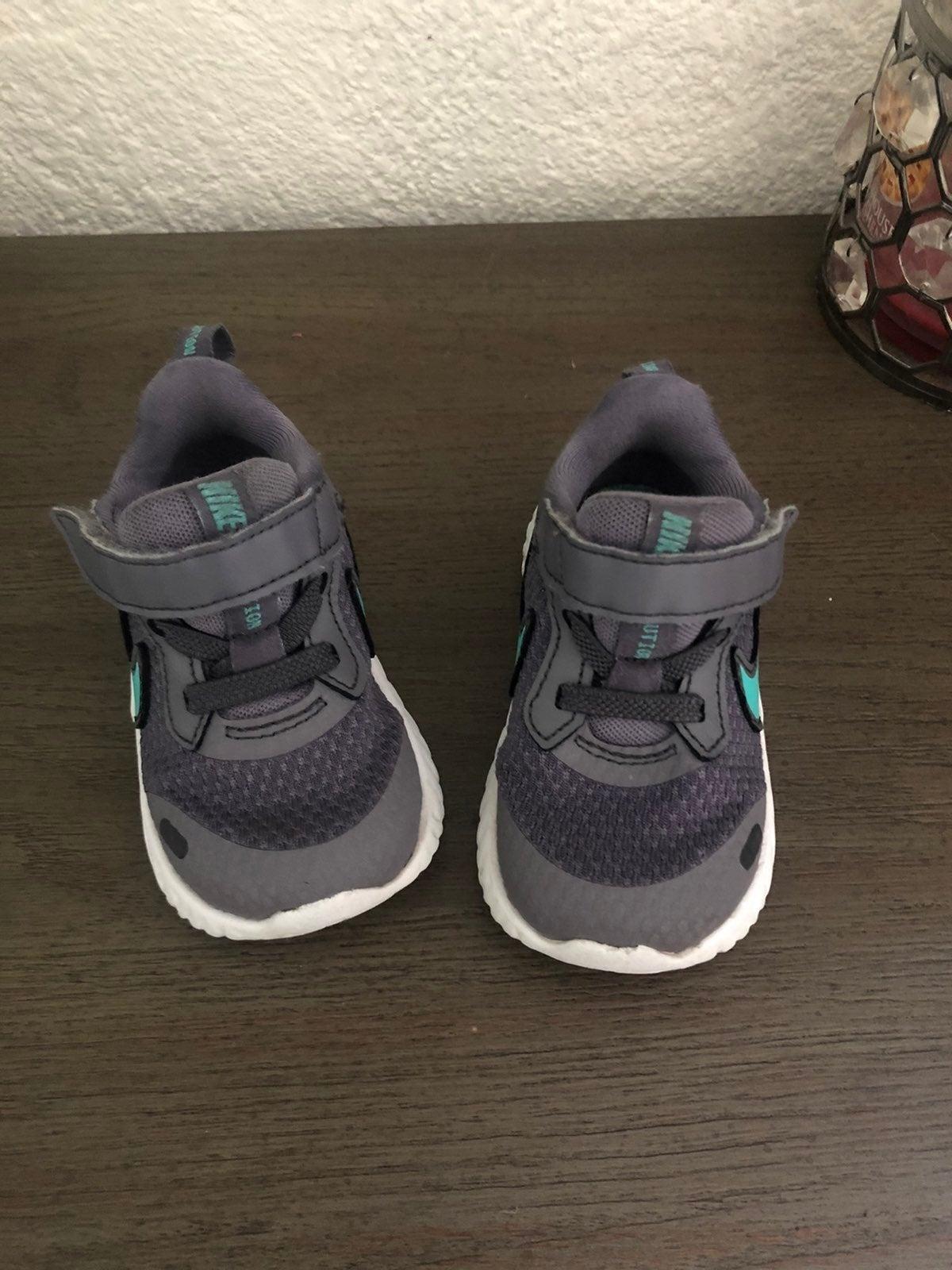 Nikes & sandal bundle