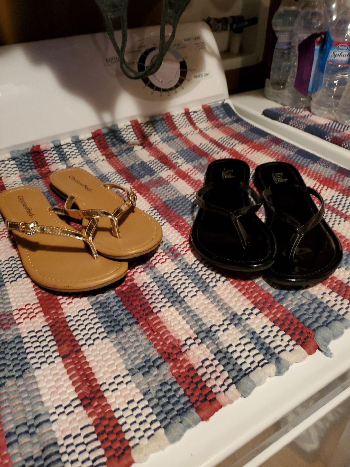 2 pairs size 8 flip flops