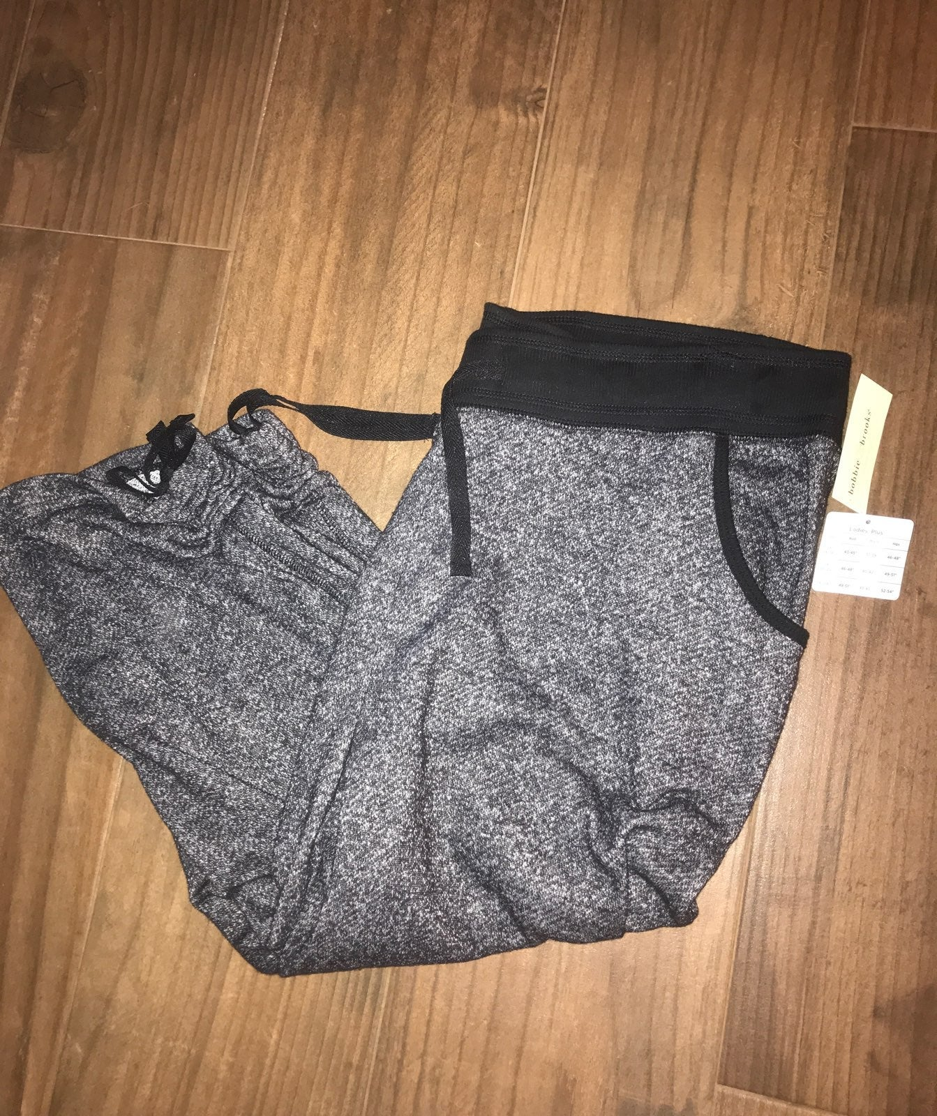 2x crop joggers with pockets