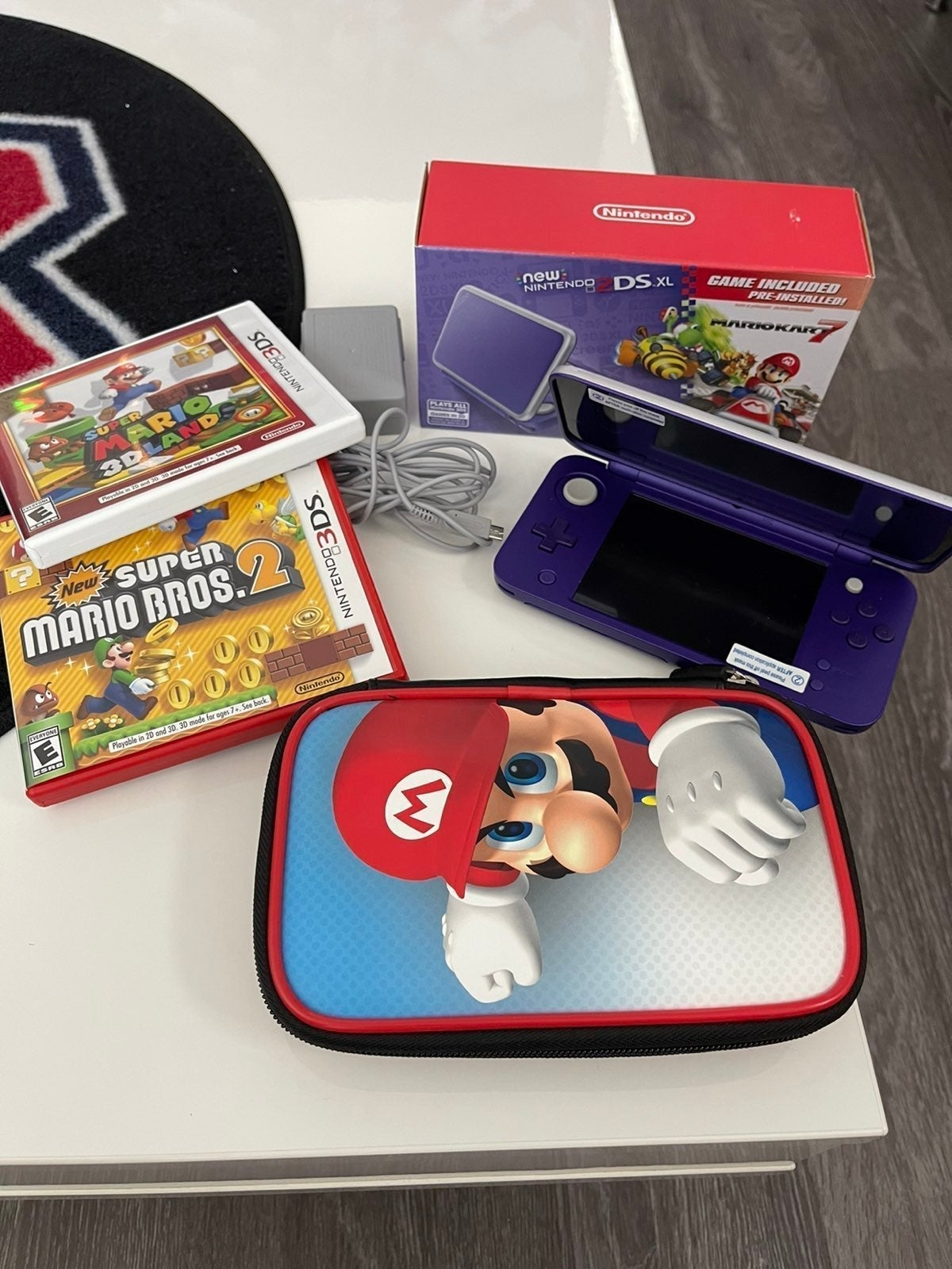 Nintendo 2DS Mario Kart 7 Bundle +BONUS