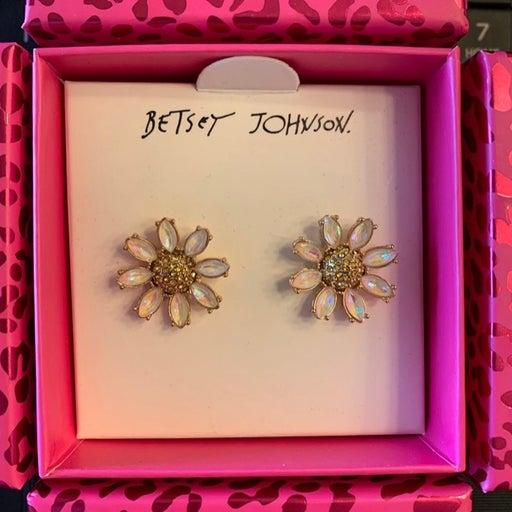 BETSEY JOHNSON Daisy Stud Earrings *NEW*