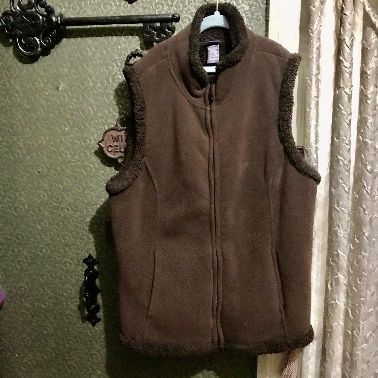 Fleece vest brown