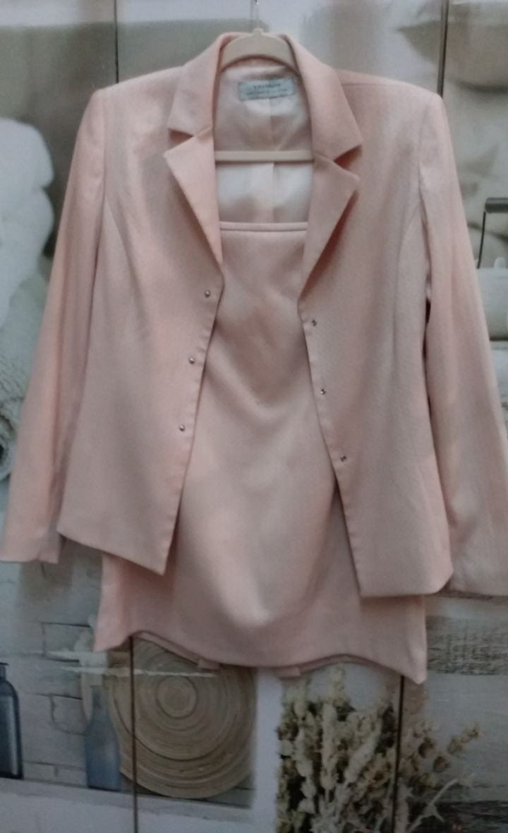 Skirt Suit by Tahari Sz. 6