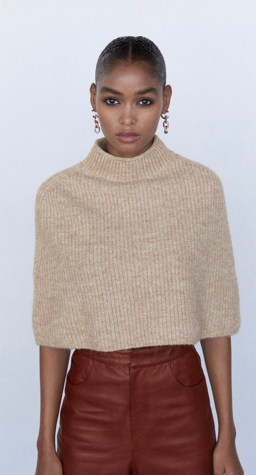 Cropped knit cape