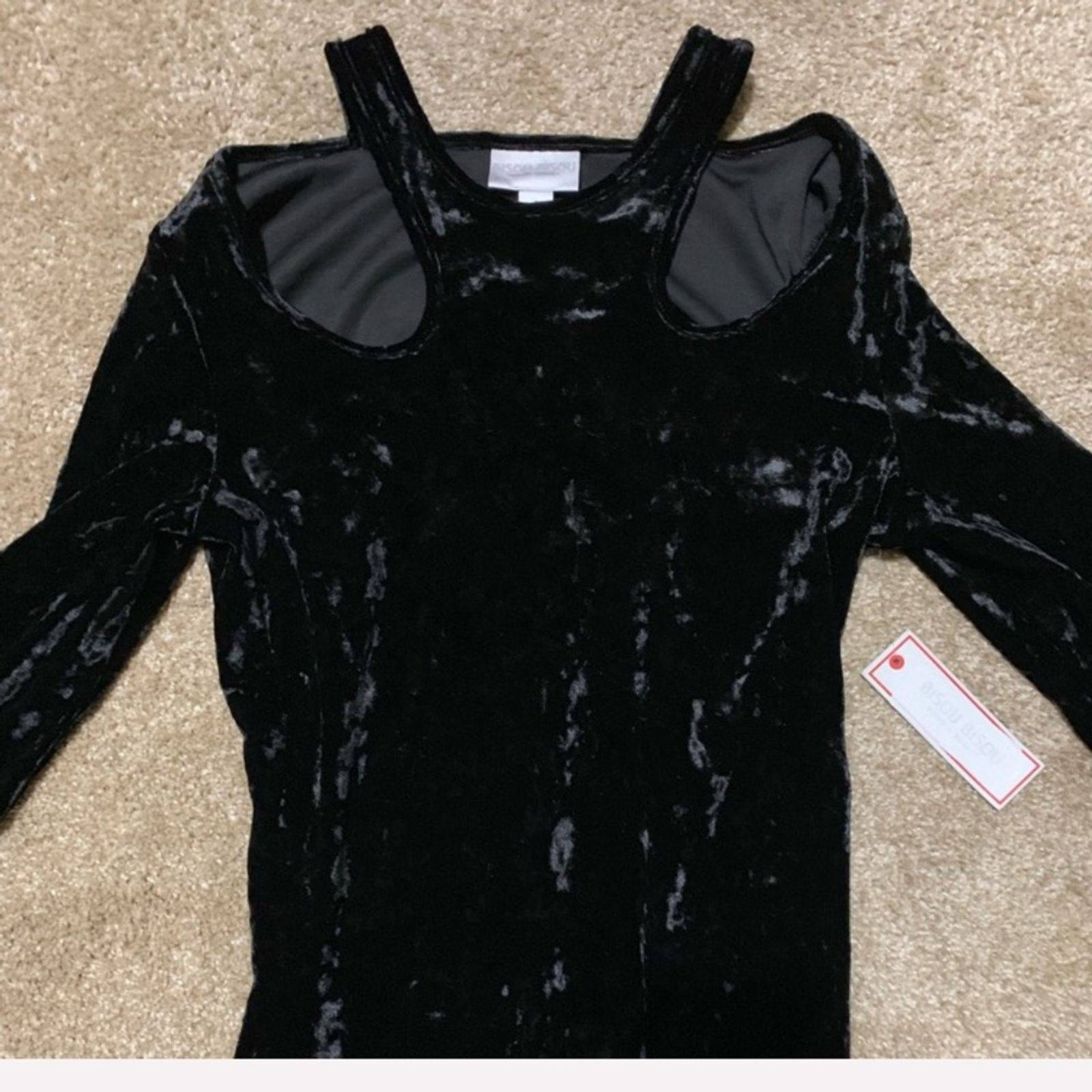 Bisou bisou new velvet top small cutout