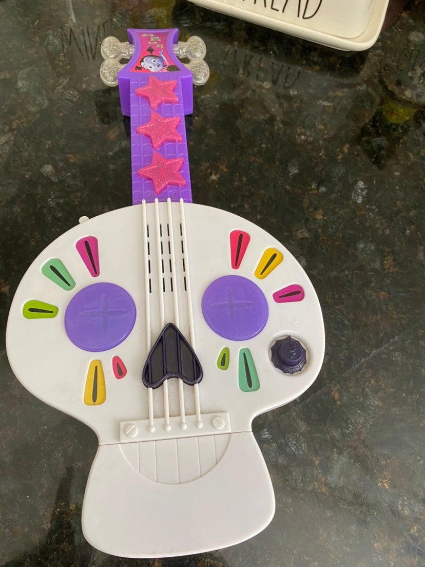 Vampirina guitar