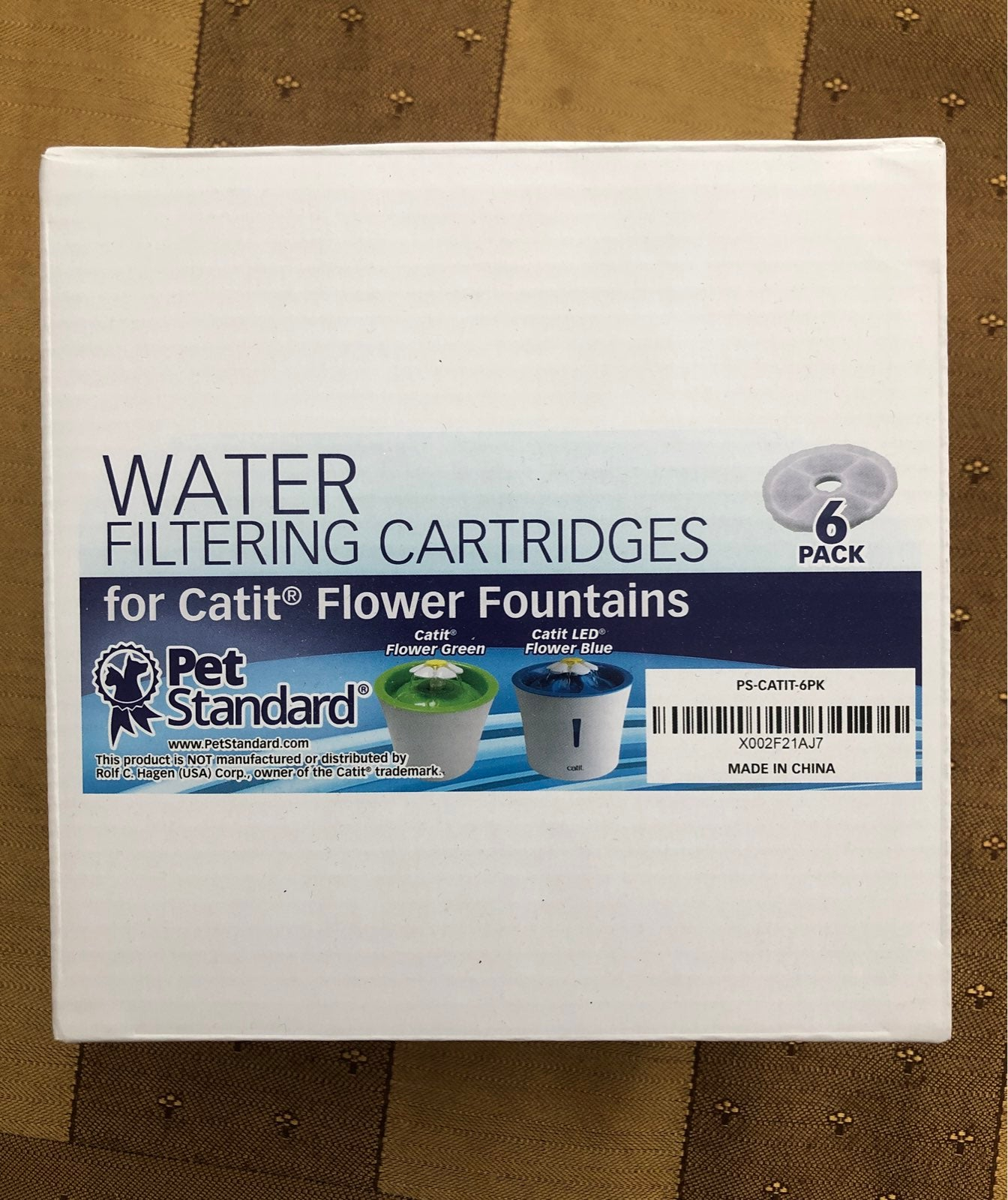Water filtering cartridges for a cat fou