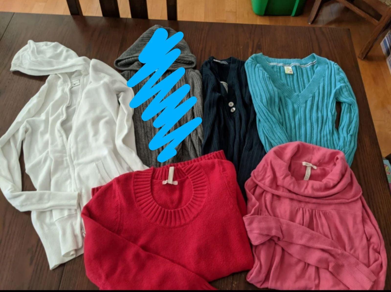 Maternity sweater bundle -Small