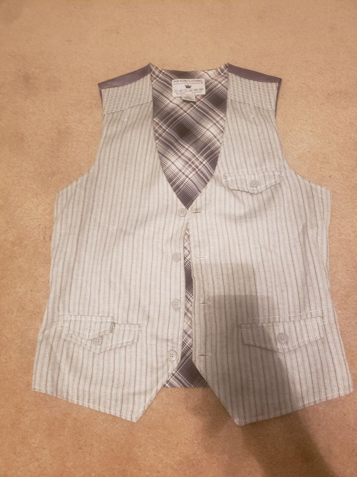 Buckle vest