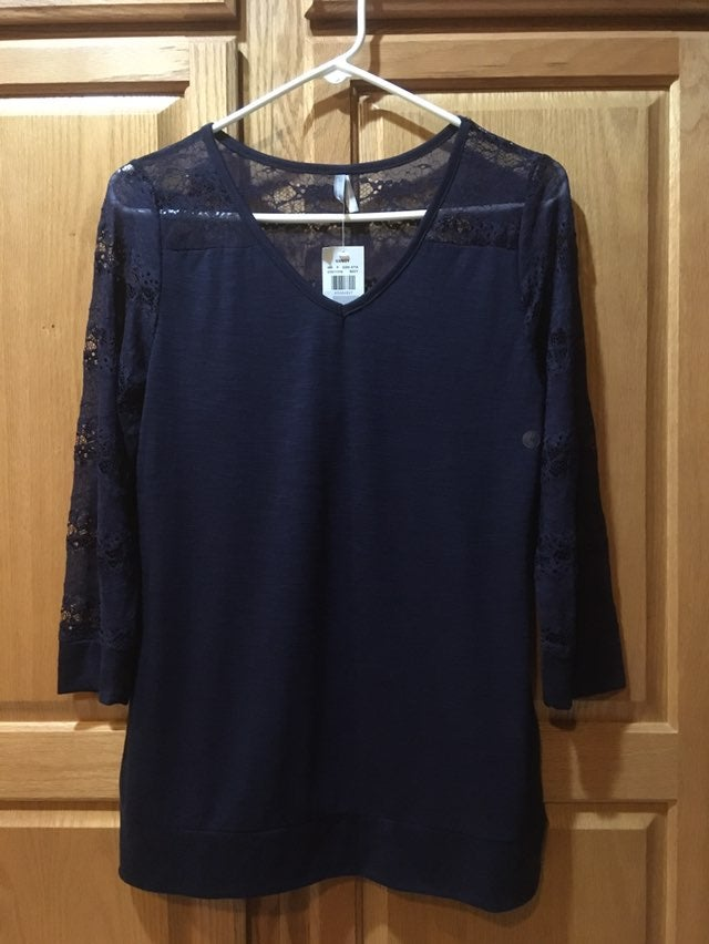 VANITY TUNIC TOP M NAVY BLUE LACY FLORAL
