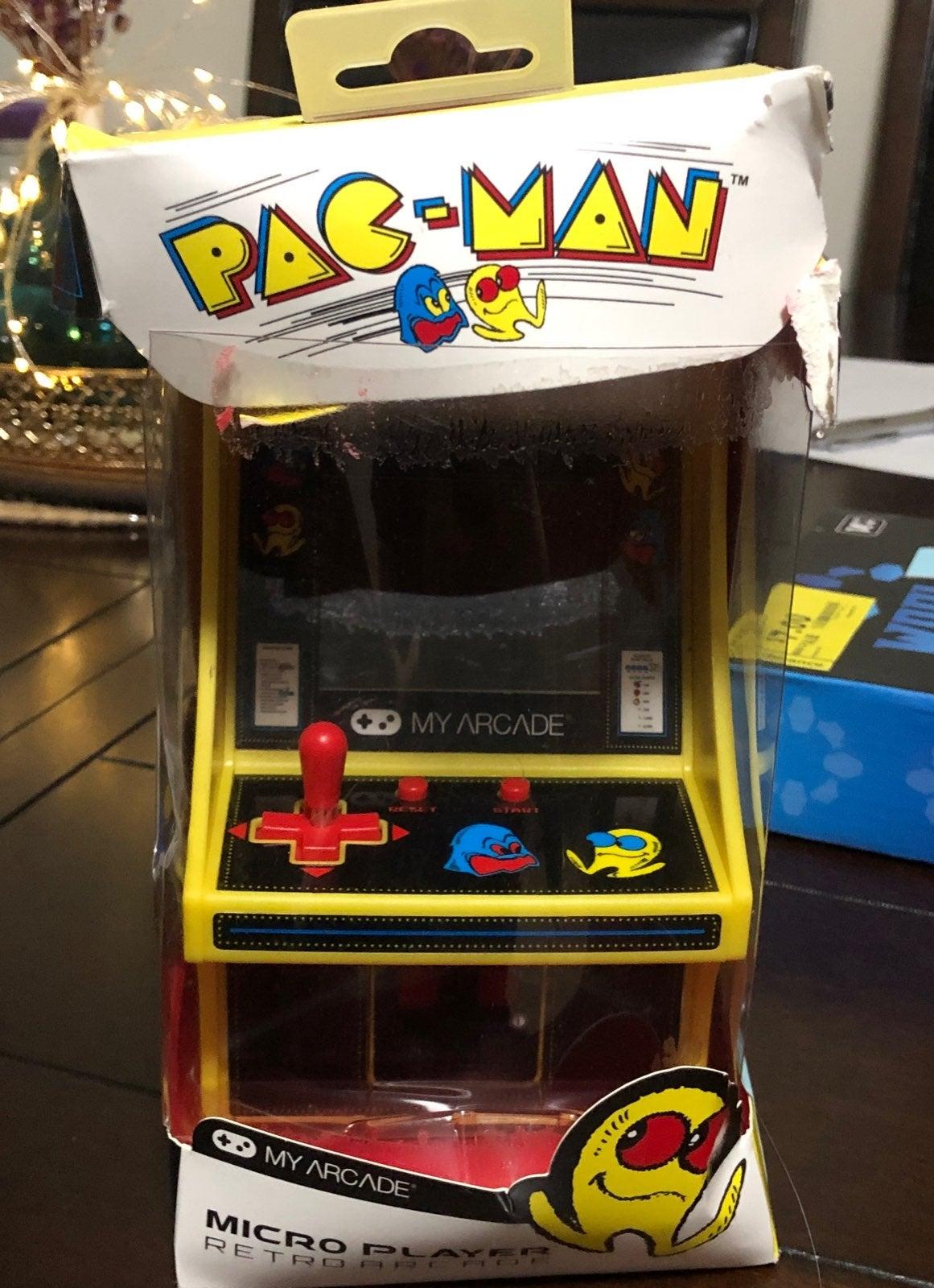 pac man mini Arcade game.