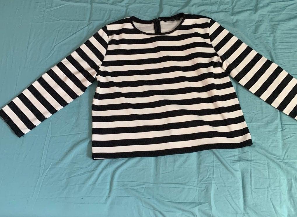 Black and white strip crop blouse