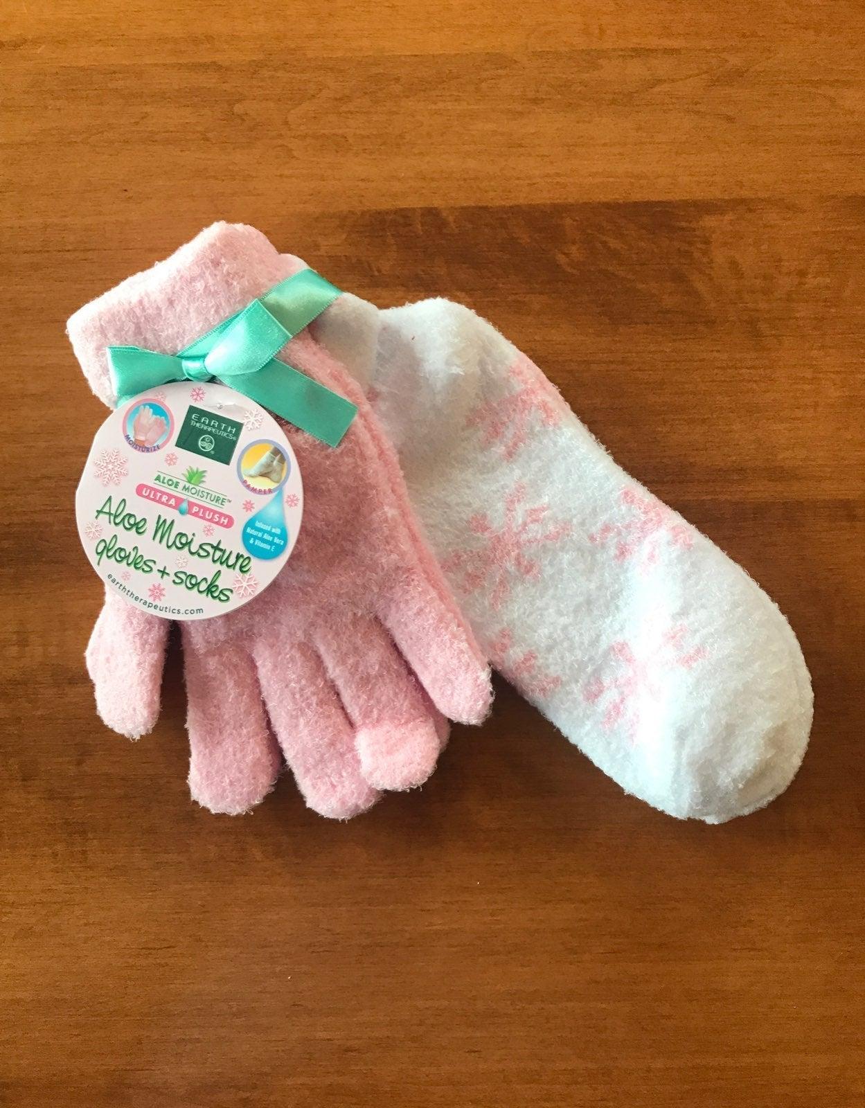 NEW Aloe Moisture Gloves & Socks Set