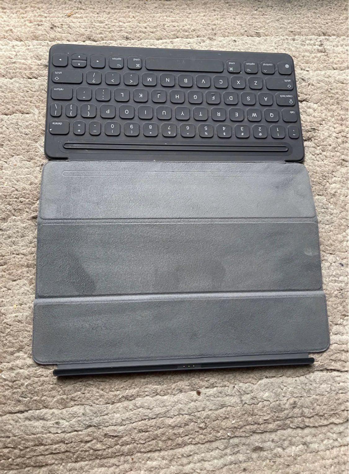 Apple A1829 Smart Keyboard cover