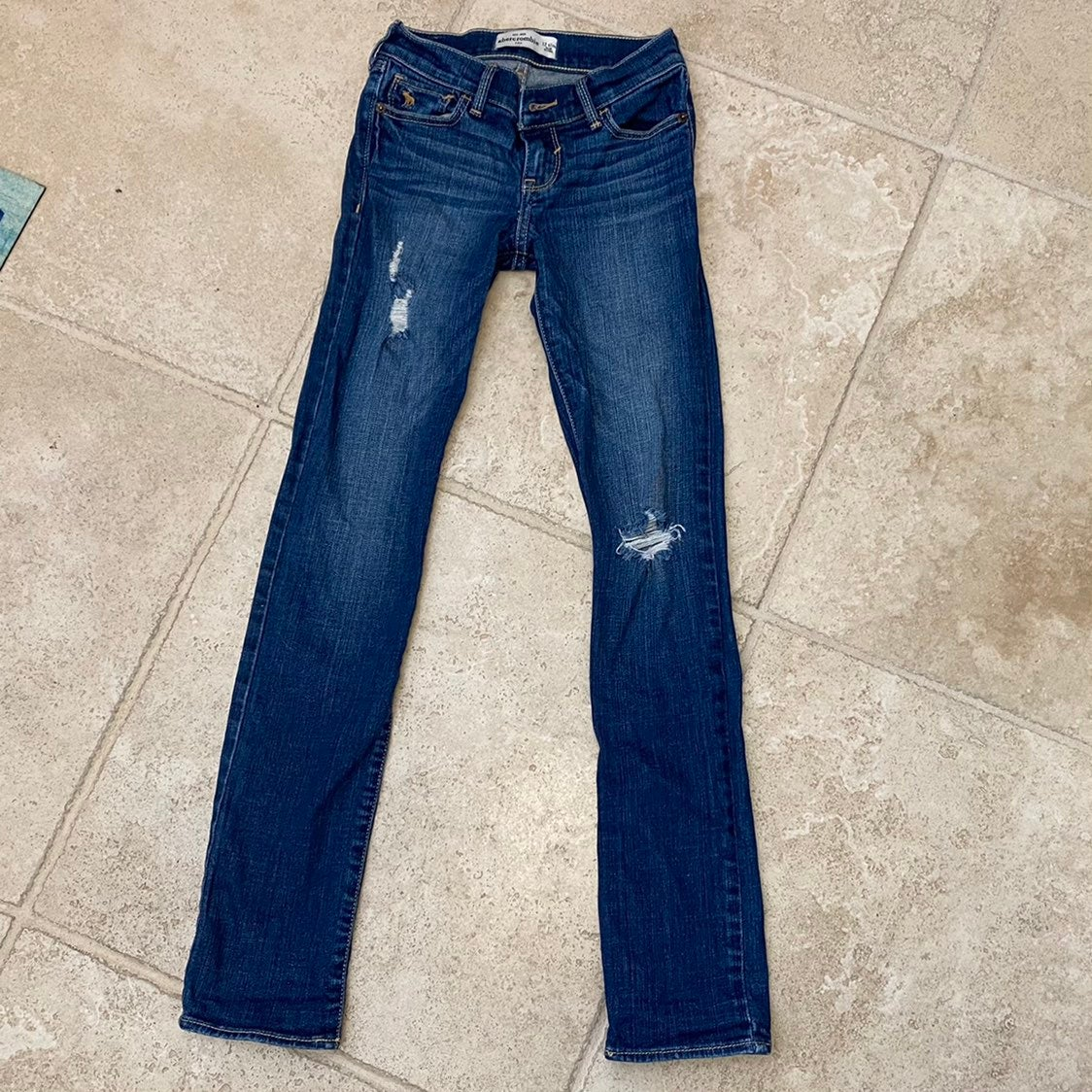 Girls distressed Abercrombie Skinny Jean