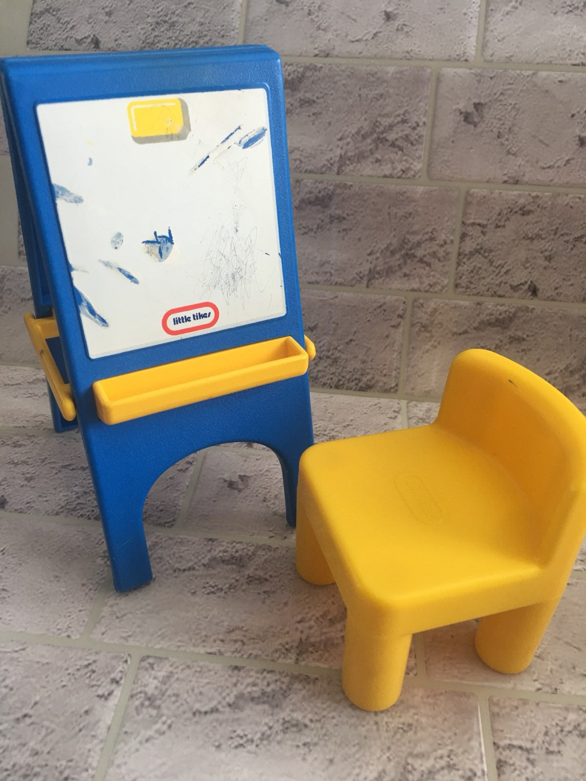 Little Tikes dollhouse easel chair