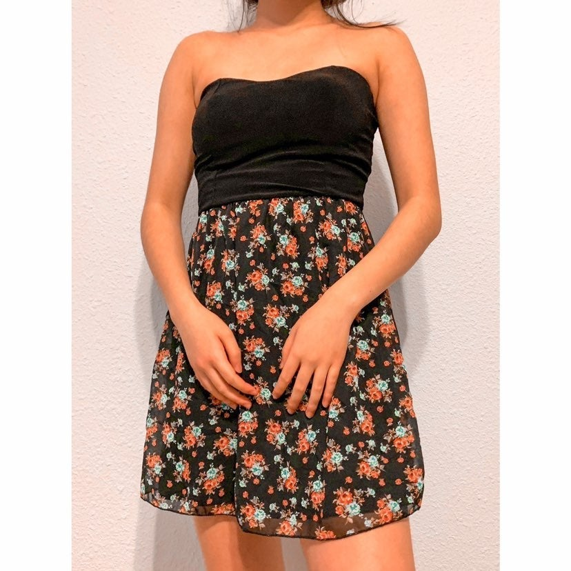 Wet Seal strapless homecoming dress