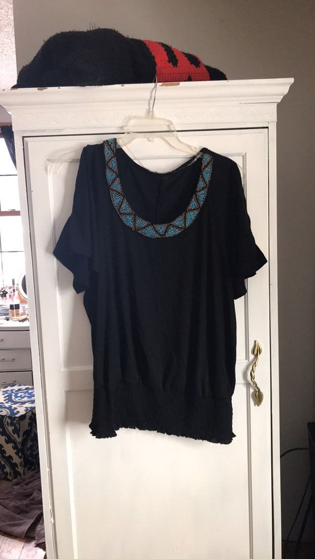 Adorable split sleeve beaded top