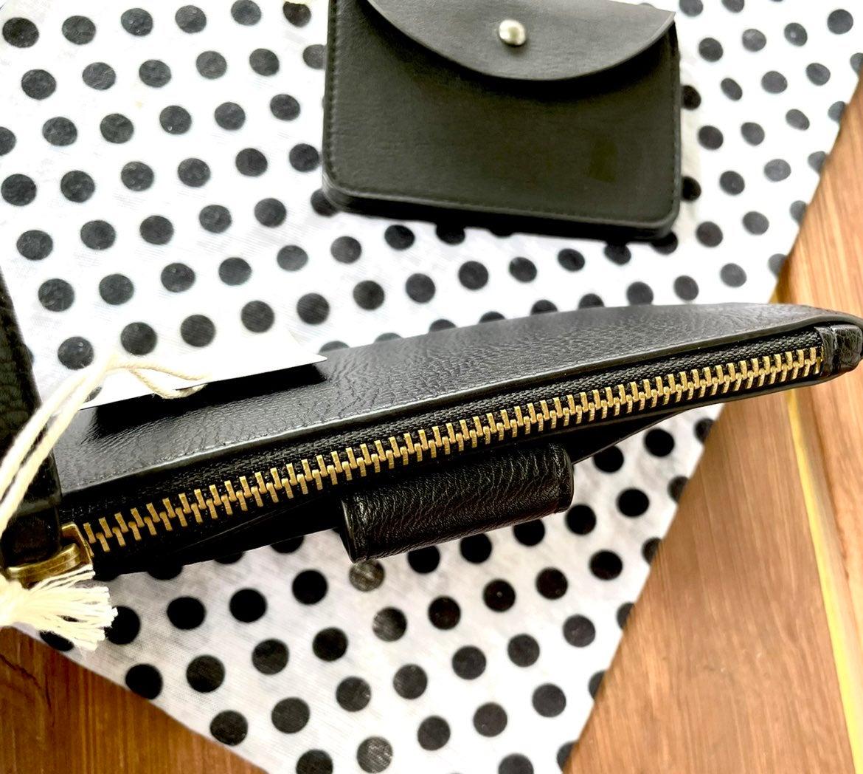 NWT- Universal Thread wristlet/accordion