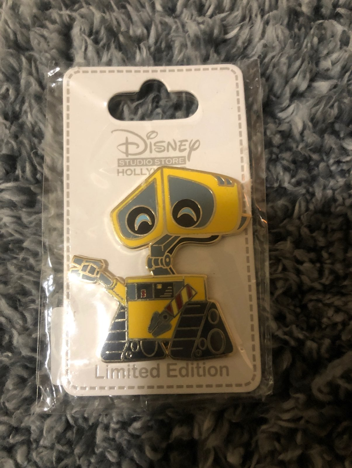 Disney Cuties Wall E pin
