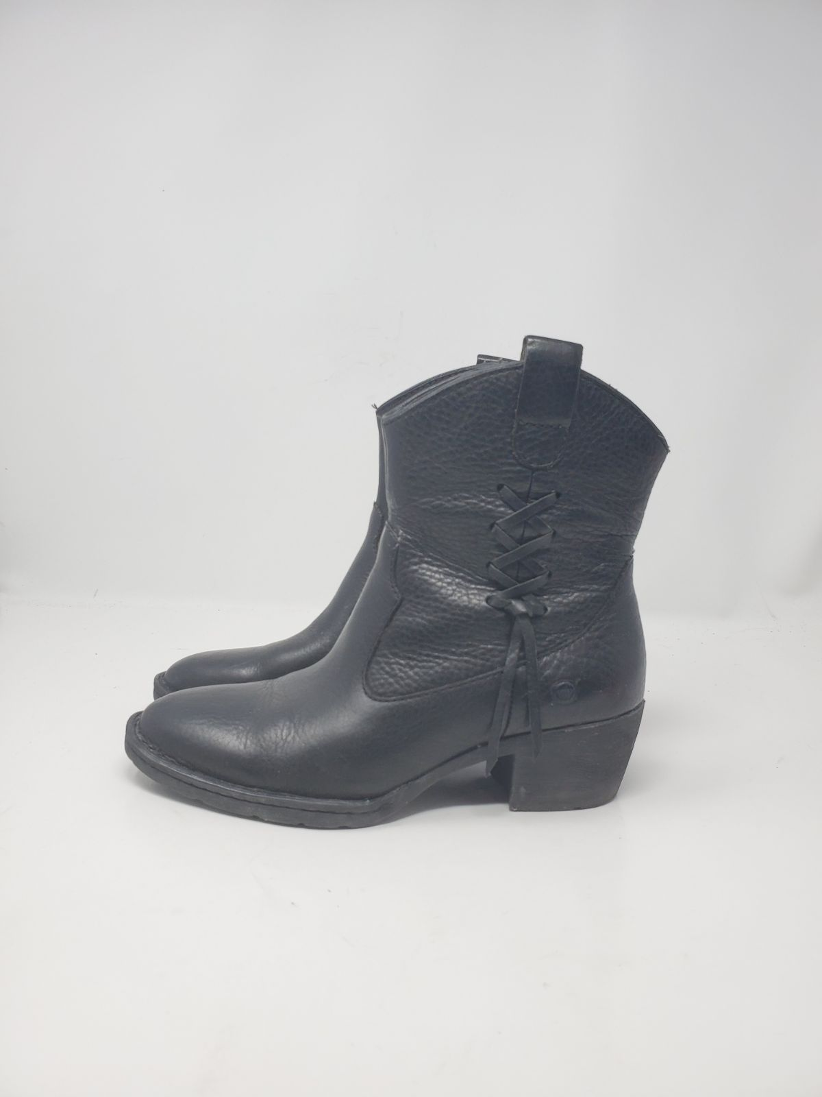 Born leather side lace bootie Beautiful