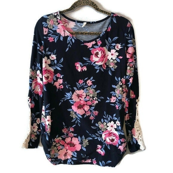 PINKBLUSH Floral Crochet Lace Sleeve Top