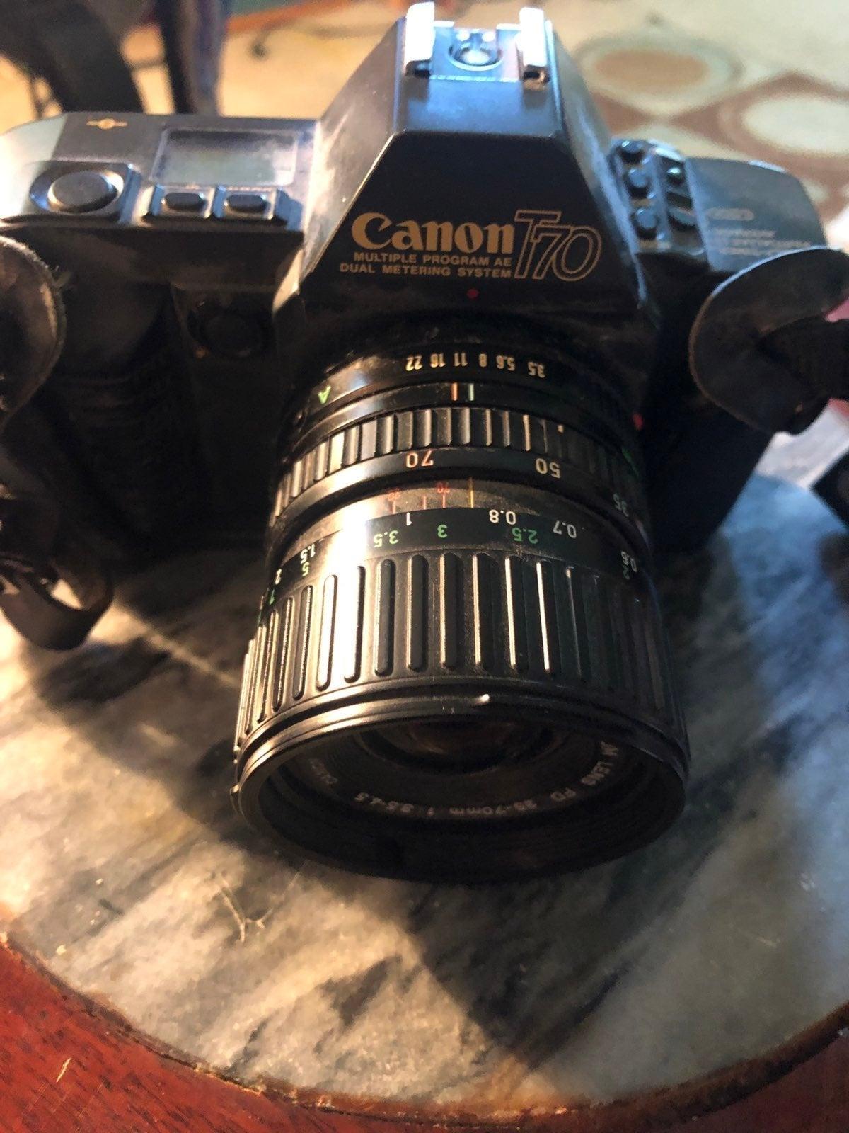 Canon camera T70