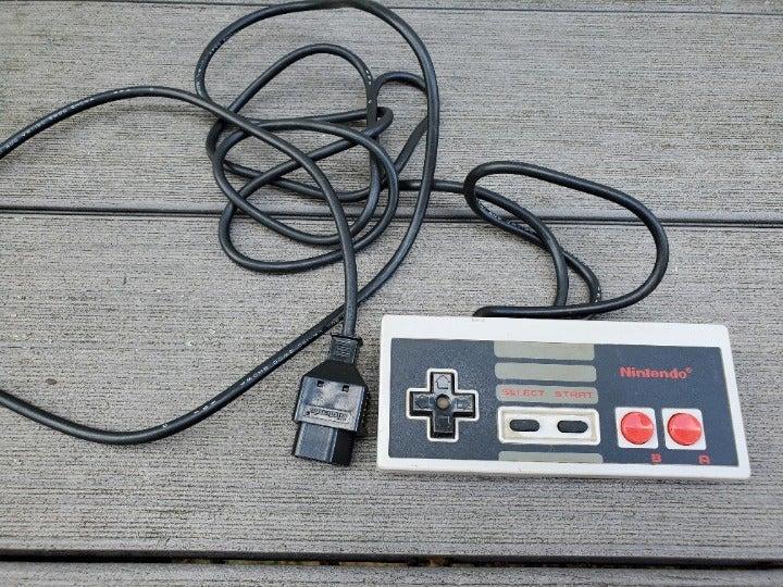 Vintage NINTENDO Controller SNS-004 EUC