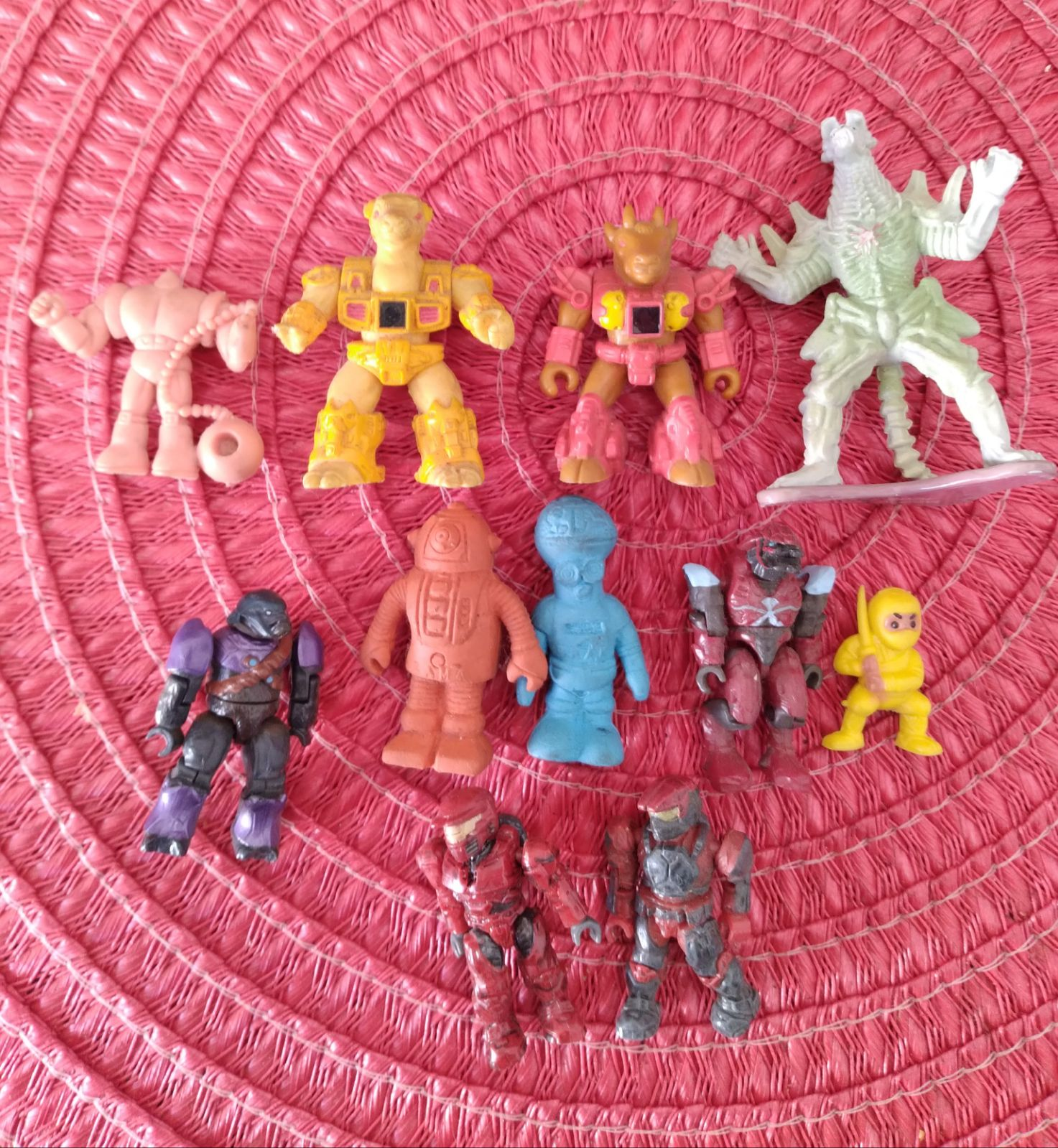 Mixed lot small figurines