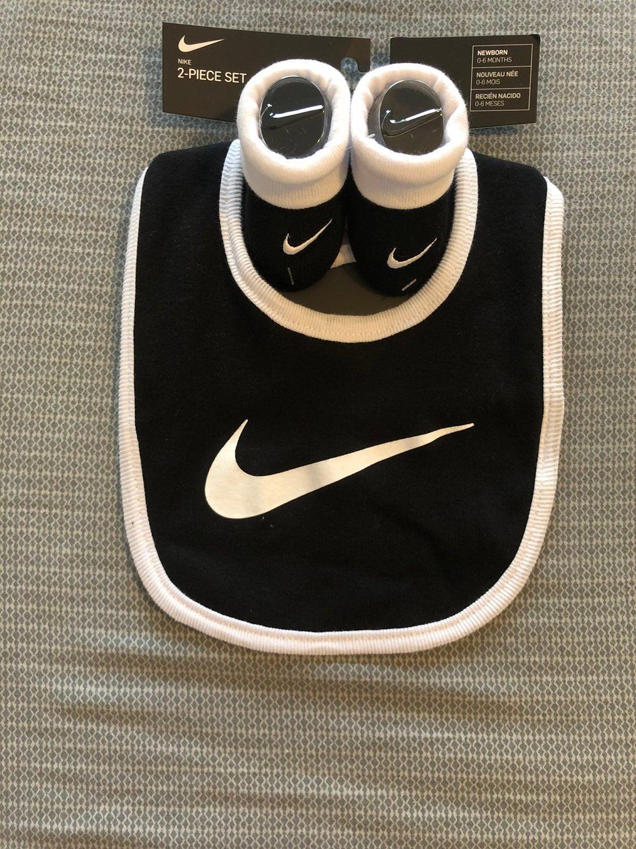 Baby Nike bib/sock combo