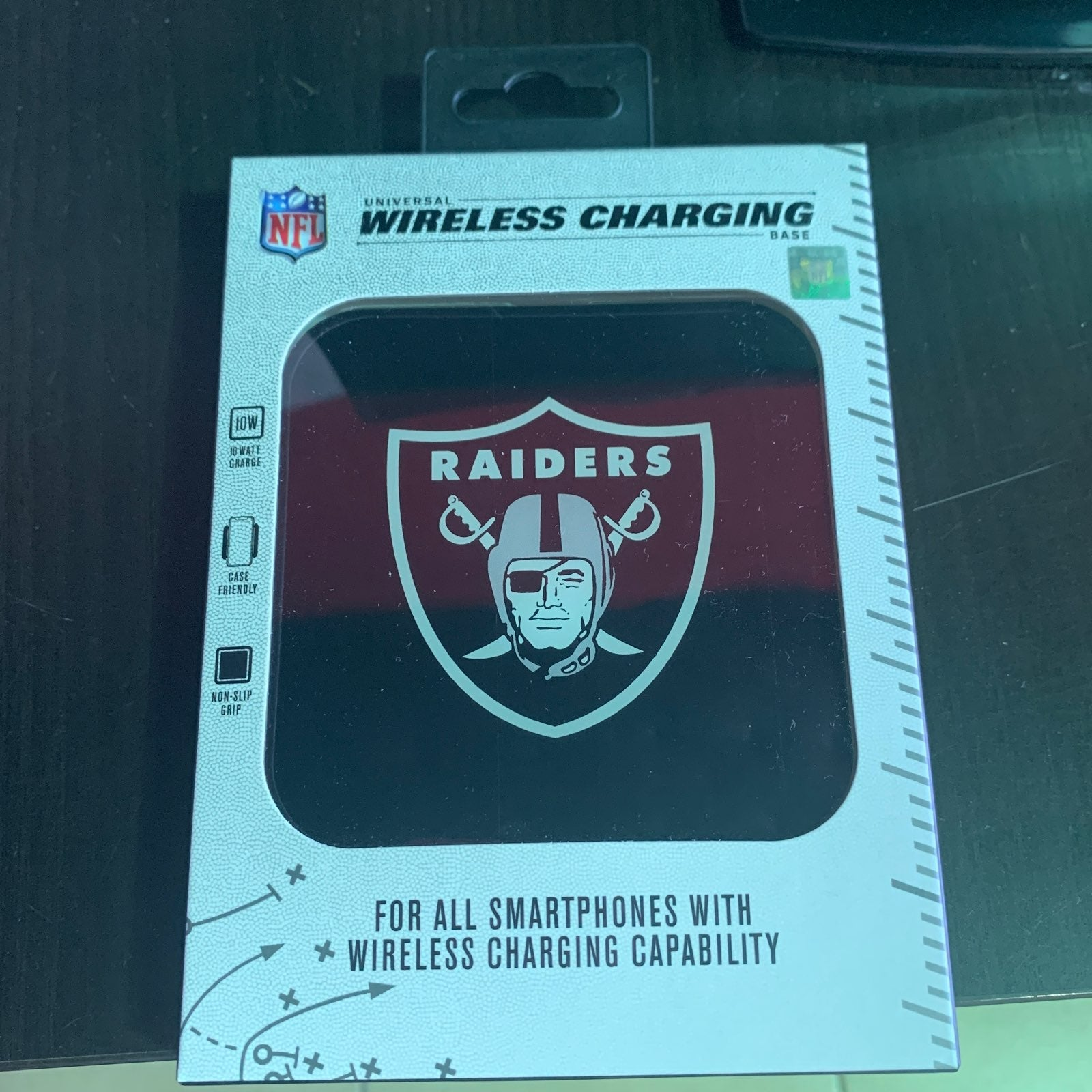 NFL Raiders Universal Wireless Charger