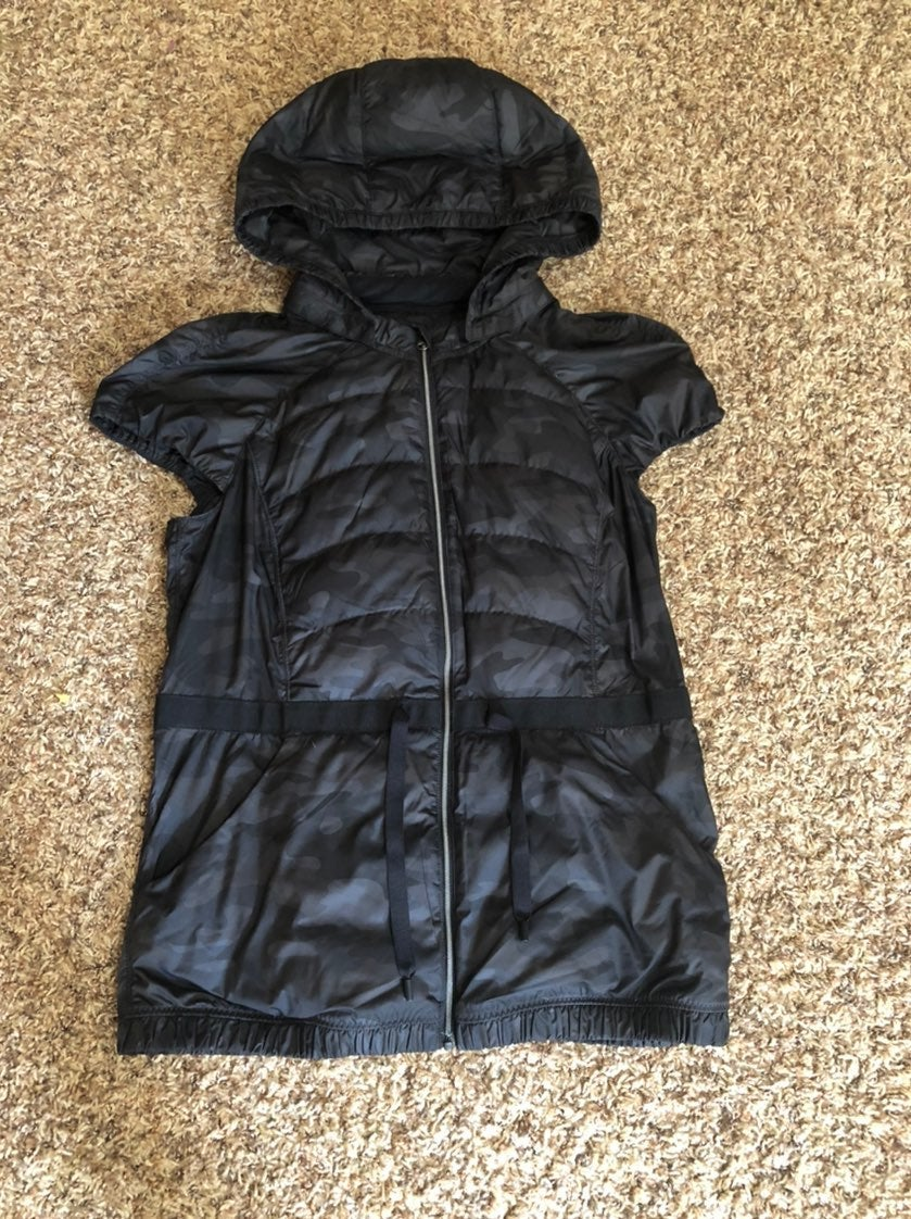 Lululemon Spring Fling Black Camo Vest 8