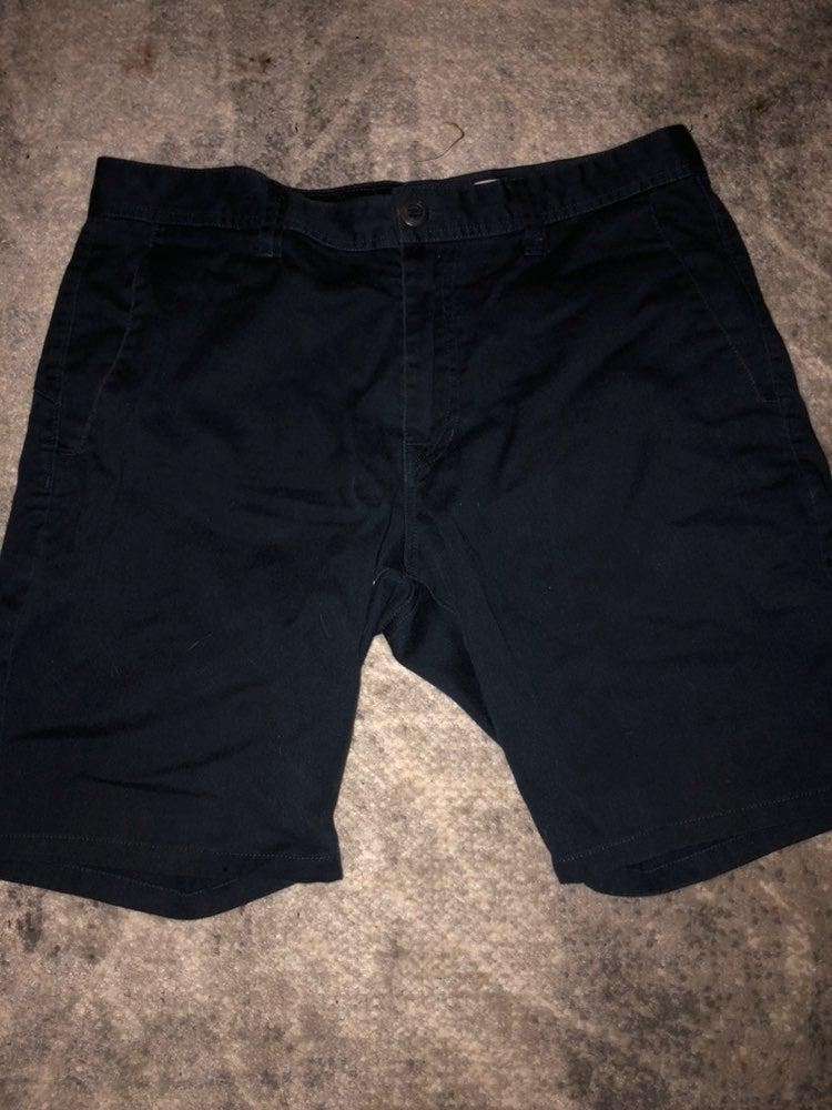 Volcom chino shorts size 32