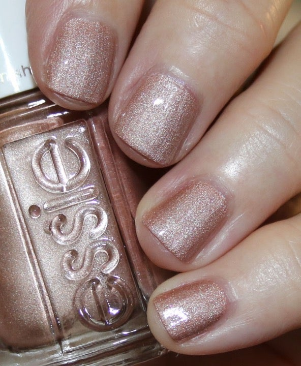 Essie Nail Lacquer Call Your Bluff ⭐