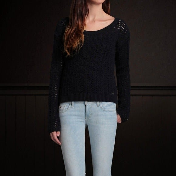 HOLLISTER & CO: Belleflower Sweater Navy