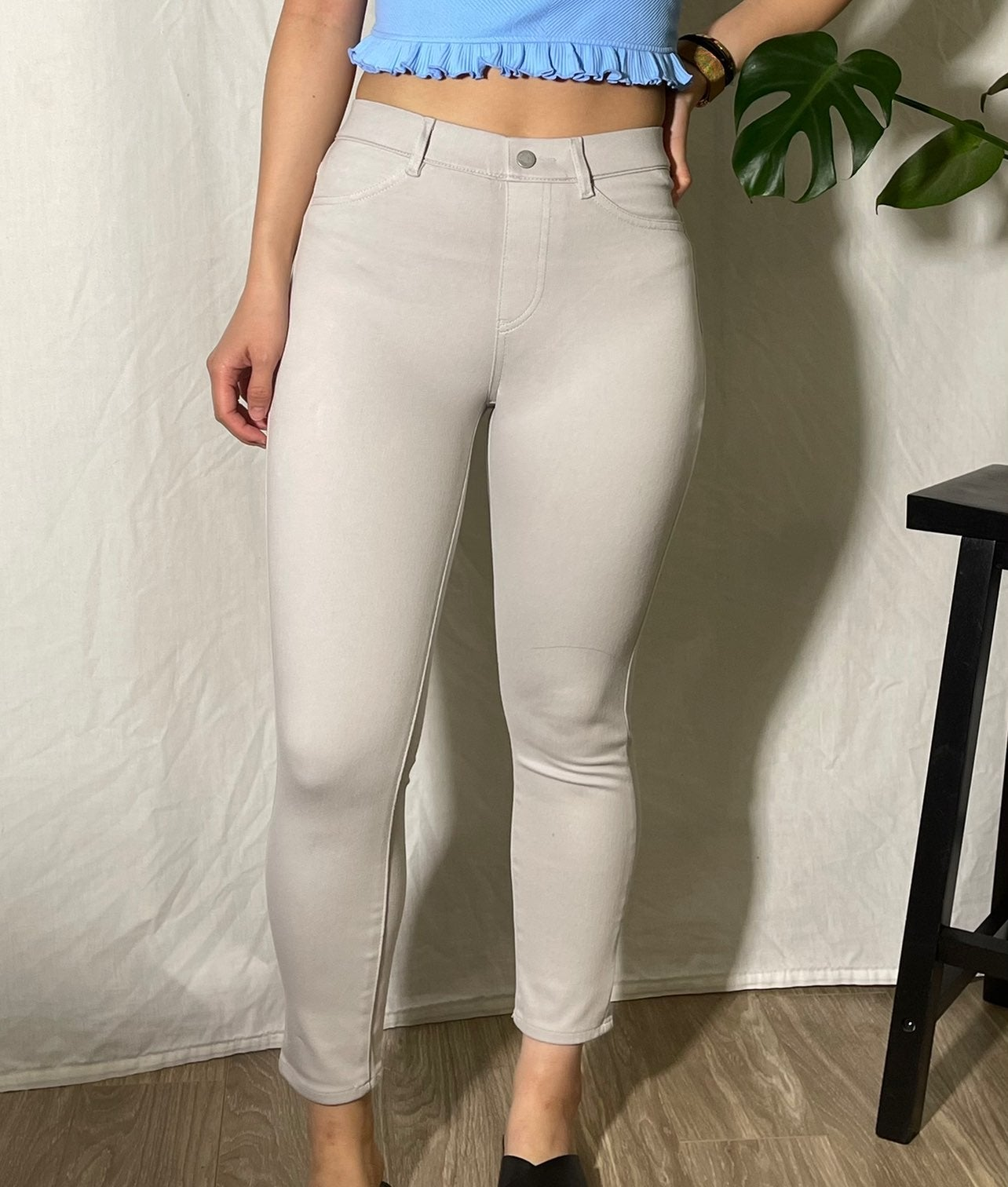 Grey stretchy cropped pants