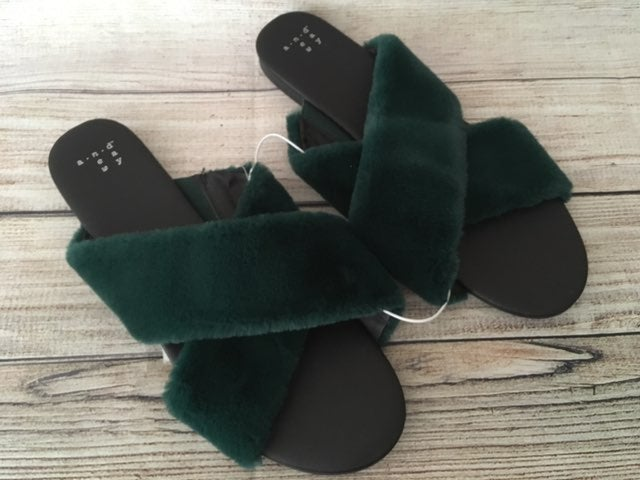 Green Faux Fur Slippers, Size 10