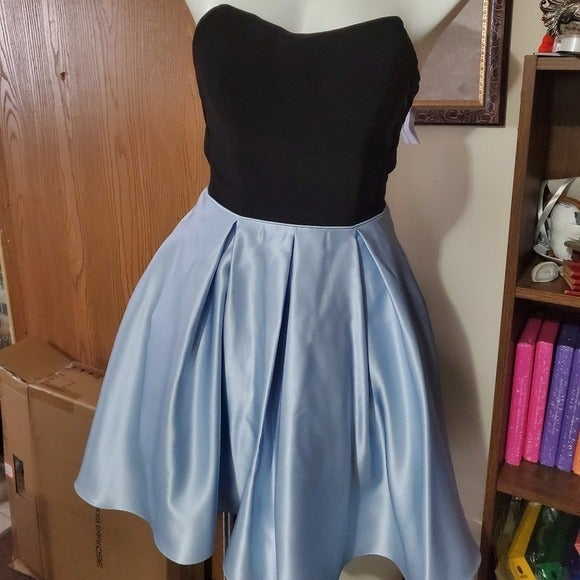 Strapless dress blue and black w/pockets
