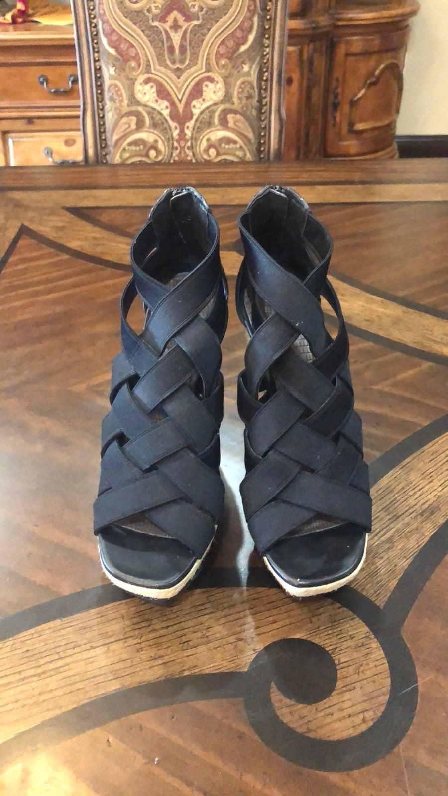 Gianni Bini elastic straps sandals size