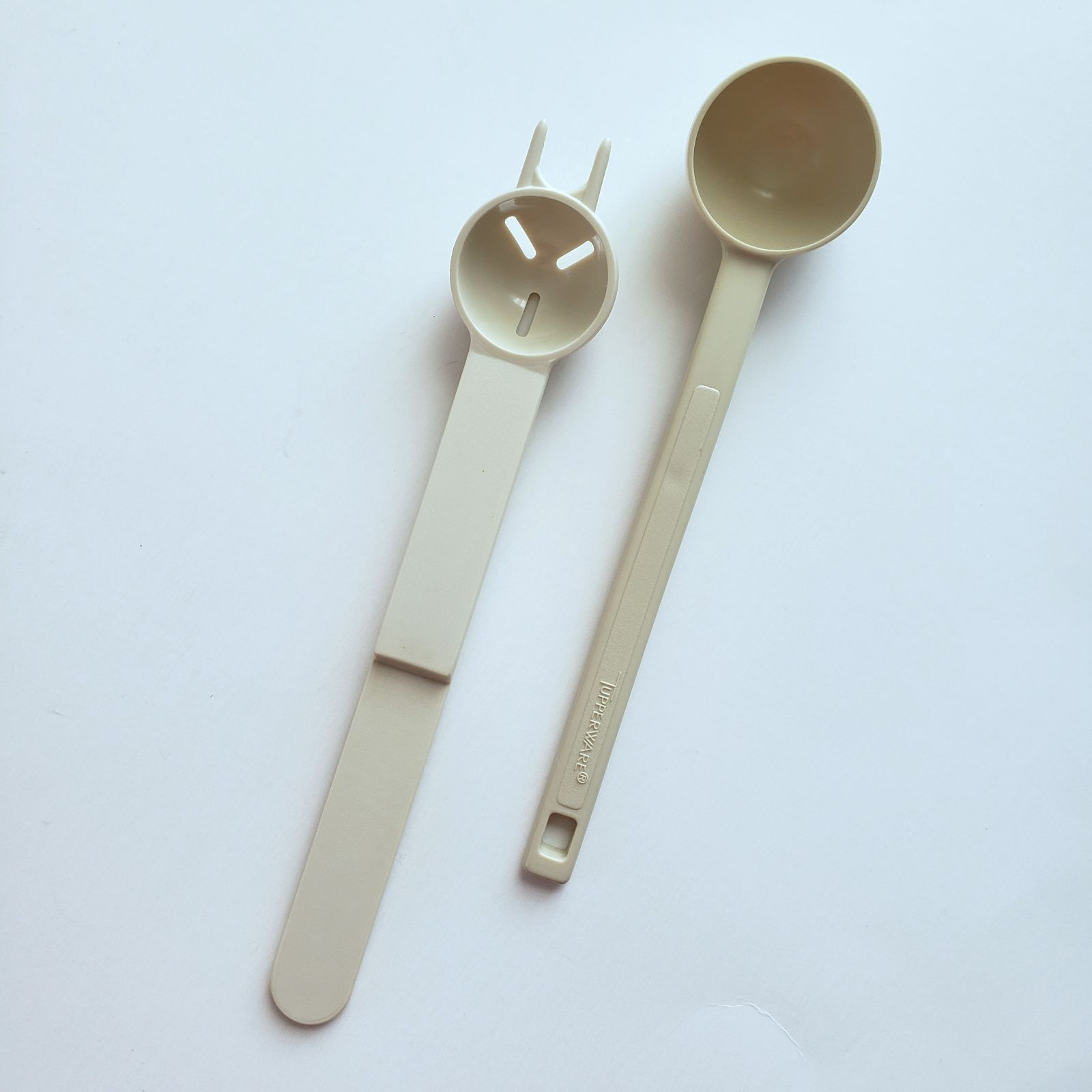 Vtg Tupperware Scoop & Olive Fork Set